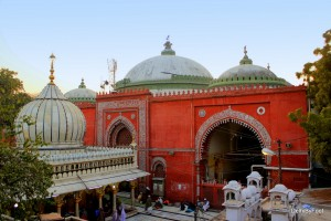 Dargah of Hazrat Nizamuddin Auliya & Zamait Khana Mosque in background at Nizamuddin Basti area