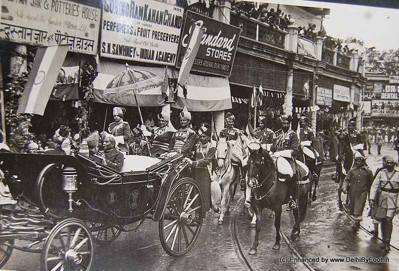 Dr Rajendra Prasad in a horse-drawn cart, but the road has the iron tracks on the road for the Tram Services of Old Delhi