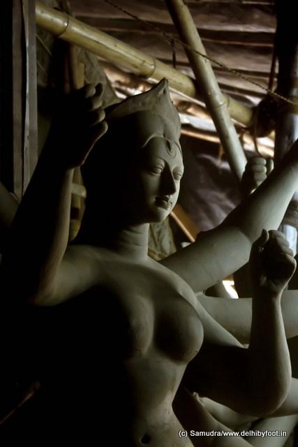 প্রকৃতির অন্তরাকাশে জাগরিত জ্যোতির্ময়ী জগন্মাতার আগমন-বার্তা ... even nature feels in its existence the arrival of the goddess ...
