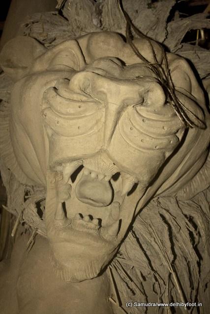 হিমাচল দিলেন সিংহ বাহন ... riding on a lion ... she marches into battle